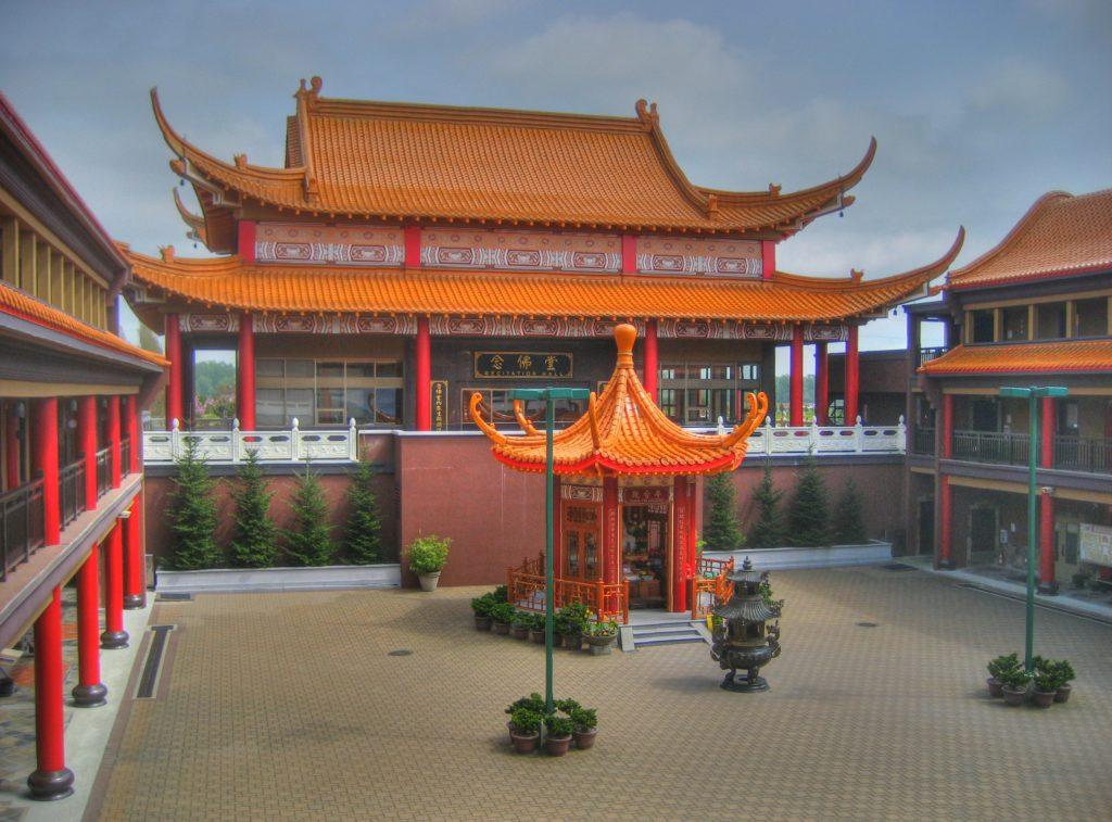 Buddhist_Temple_on_No._5_Road,_Richmond,_British_Columbia,_Canada