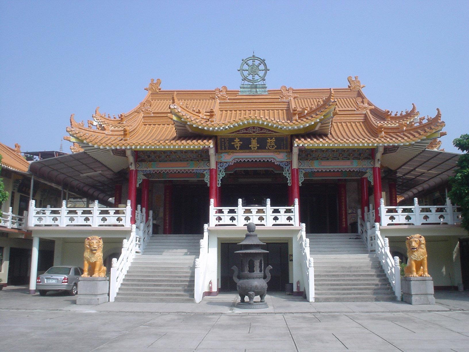 Taichung_Tzu-shan_Temple_4