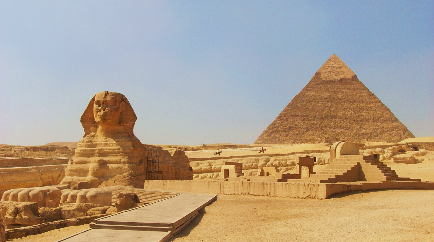 The-Pyramids-of-Giza